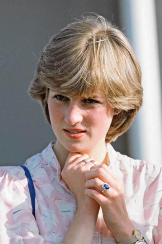 Princess Diana wearing  her iconic blue sapphire engagement ring.