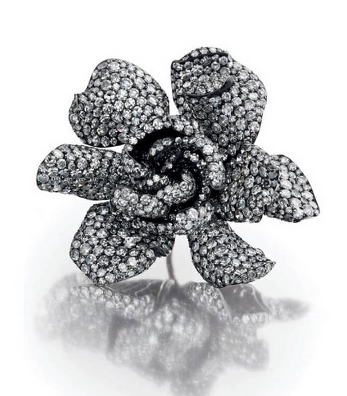 Diamond Gardenia ring by JAR. Source: http://www.jewelsdujour.com