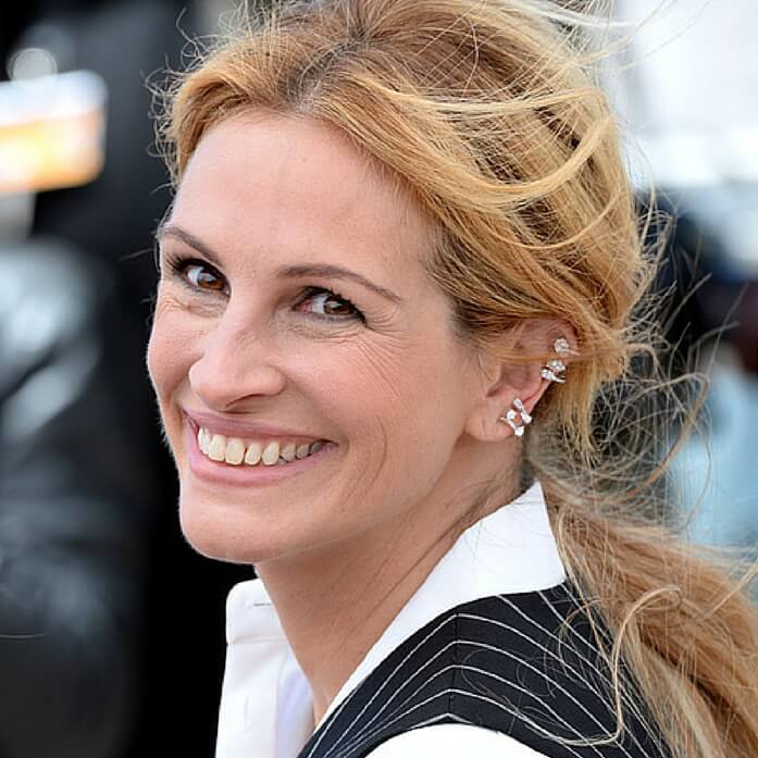 Source: http://en.vogue.fr/jewelry/red-carpet/diaporama/ear-cuffs-on-the-red-carpet/23385#julia-roberts-en-repossi