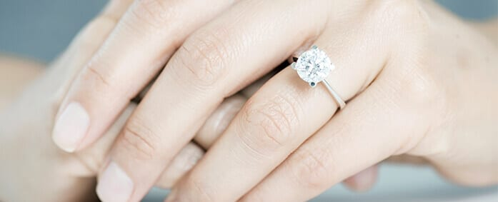Can You Tell a Diamond's Worth by its Picture?