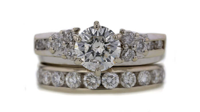 Worthy_Friday13Rings_Article_0117_InnerImages_252453_697x392_01