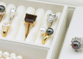 identifying jewelry box valuable items